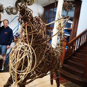 student-fox-willow-sculpture-creative-with-nature