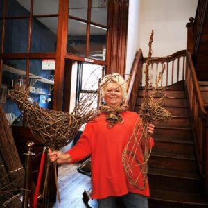willow-bird-sculpture-creative-with-nature